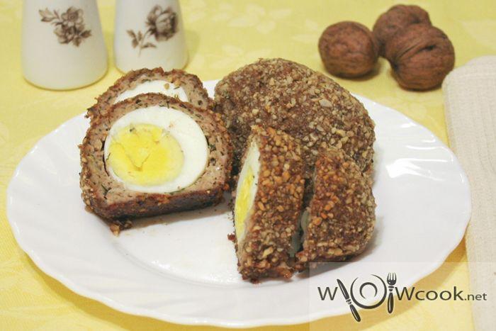 Мини-рулеты из фарша и яиц с грецкими орехами