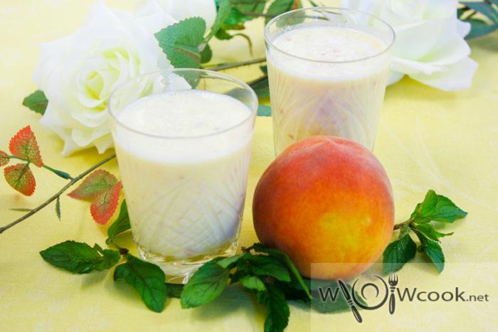 Йогуртовый смузи с персиком