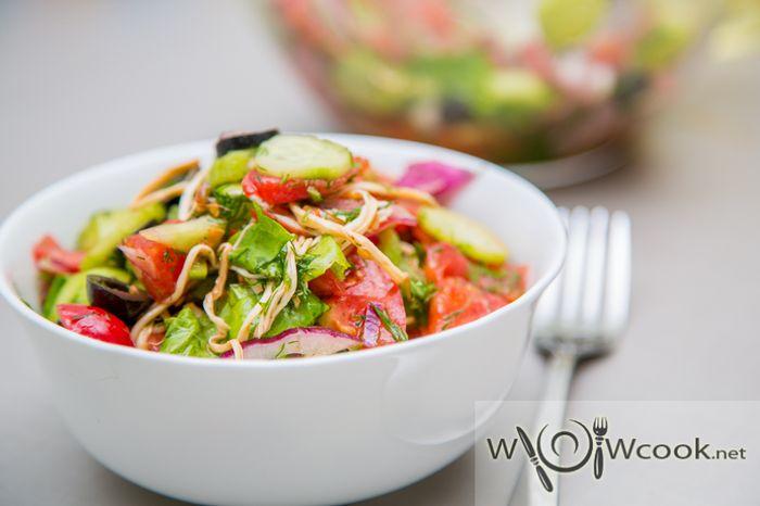 Летний салат с сулугуни