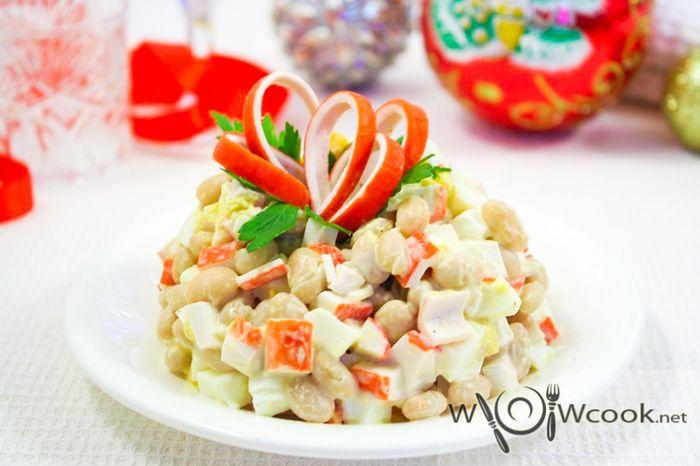 Салат из крабовых палочек с фасолью