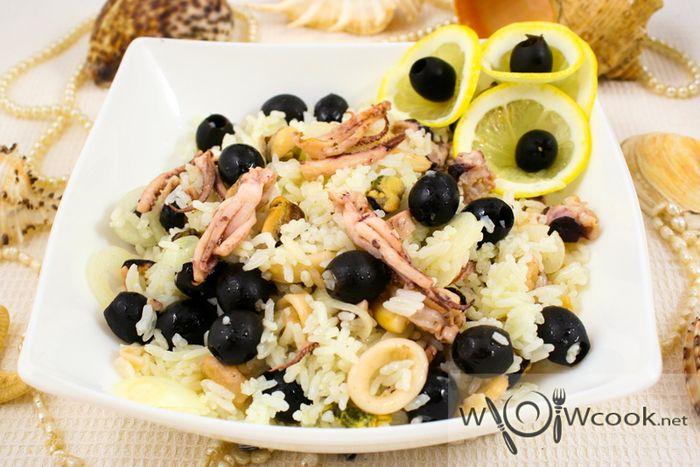 Cалат с рисом и морепродуктами