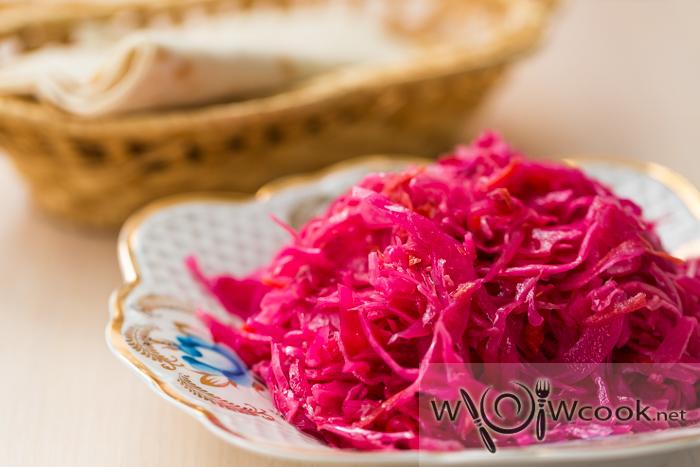 Маринованная розовая капуста