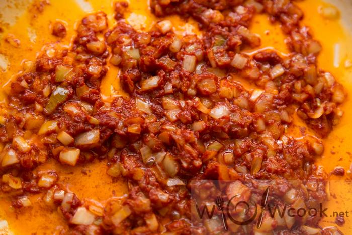 колбасы и сосиски в солянке