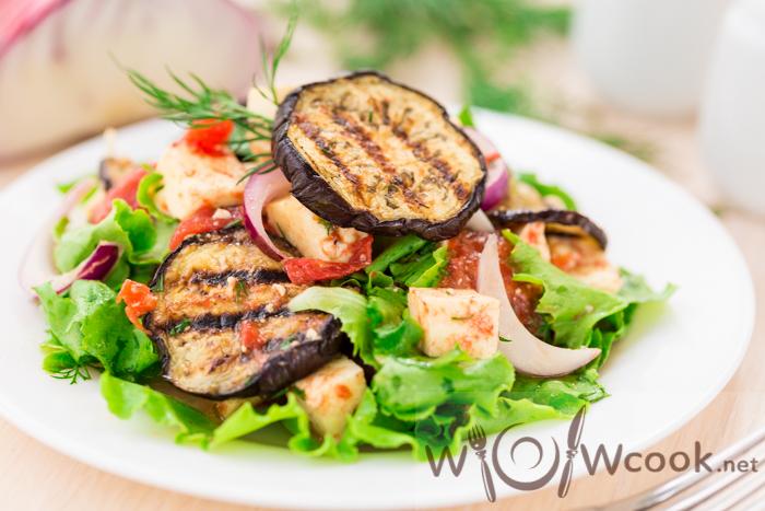 рецепт теплого салата с баклажанами