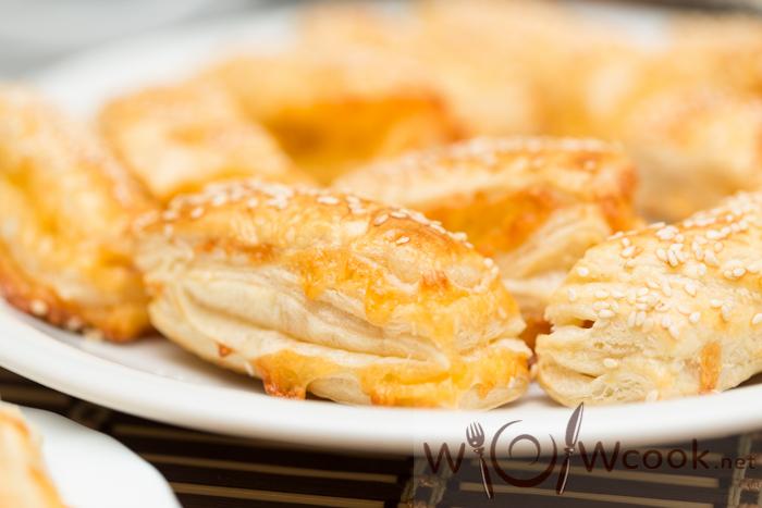 как приготовить слоечки с сыром