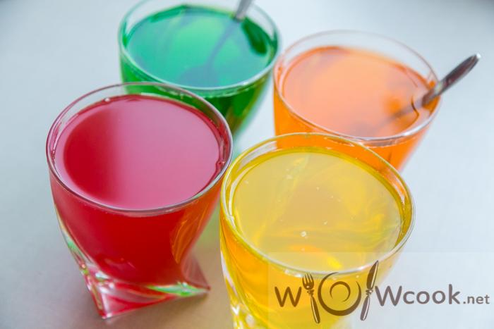 разноцветное желе в стаканах