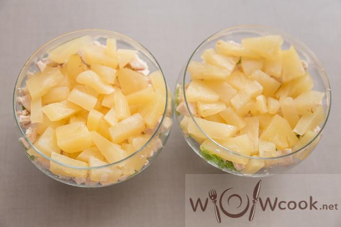 посыпаем ананасы