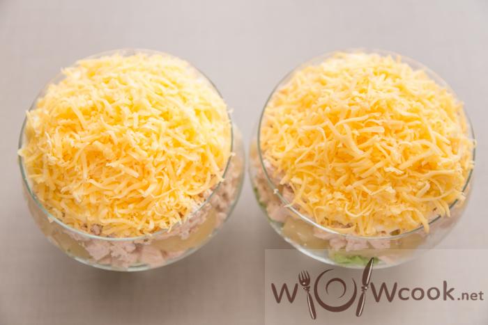 дамский салат посыпаем сыром