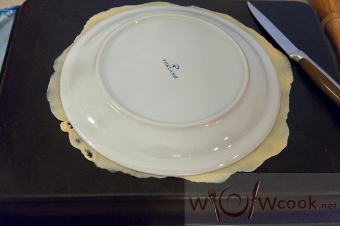 вырезаем ровно по тарелке