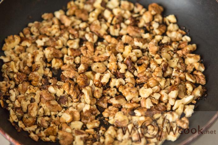 жареные грецкие орехи для салата