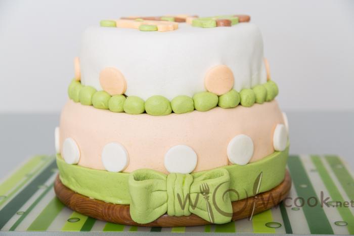 двухъярусный торт на день рождения