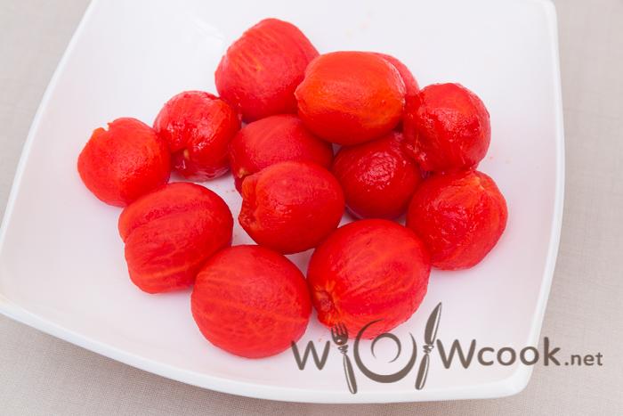 очищаем помидоры от шкурки