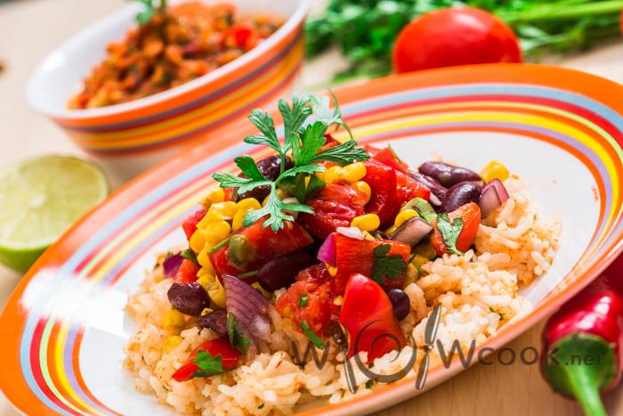 острый мексиканский салат с соусом сальса рецепт с фото