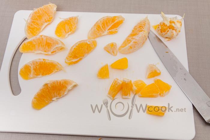 нарезаем дольки апельсина