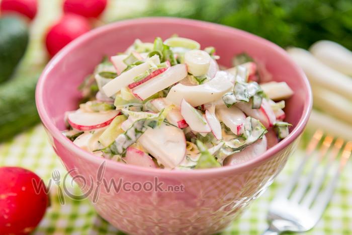 салат из редиса и огурца со сметаной