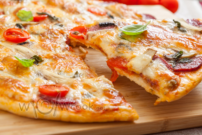 Пицца с копченым сыром рецепт с фото пошагово