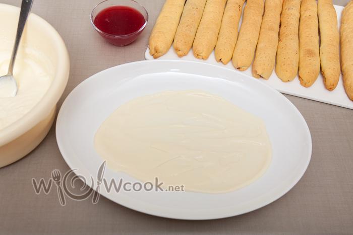 блюдо смазываем сметаной