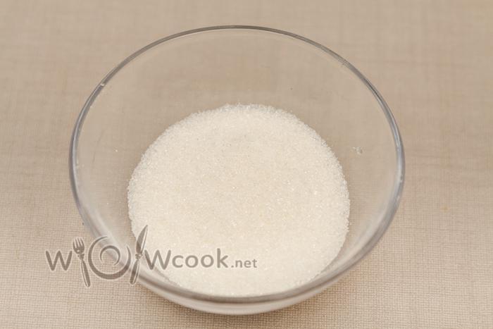 сахар убирает кислоту помидоров и добавляет блюду изысканности