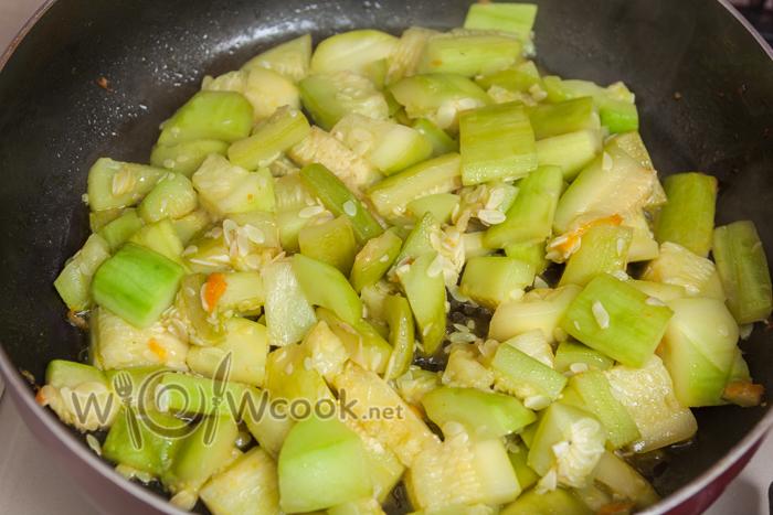 кабачок обжариваем как лук и морковь
