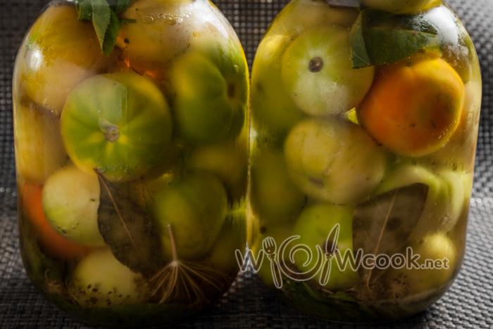 соленые зеленые помидоры на зиму в банках, простой рецепт