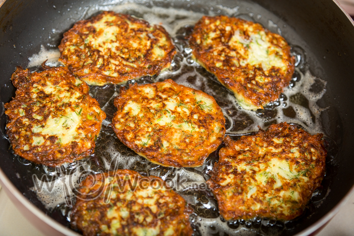 Оладьи из кабачков с сыром и чесноком - рецепт пошаговый с фото
