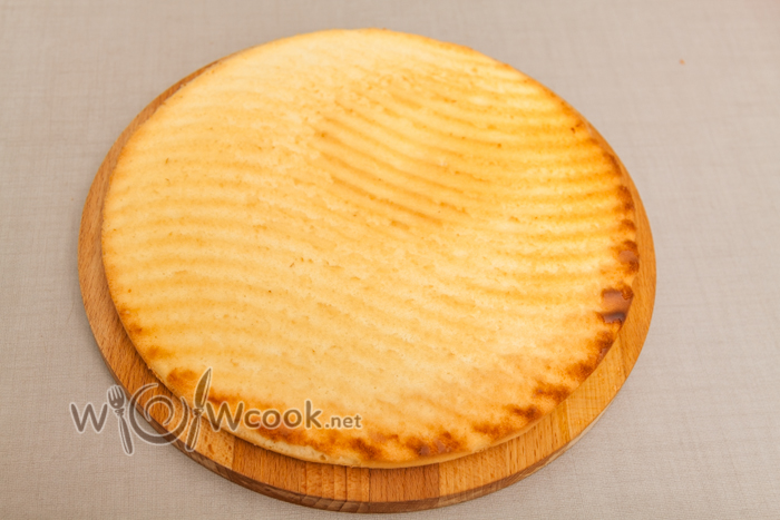 остывший бисквит достаем