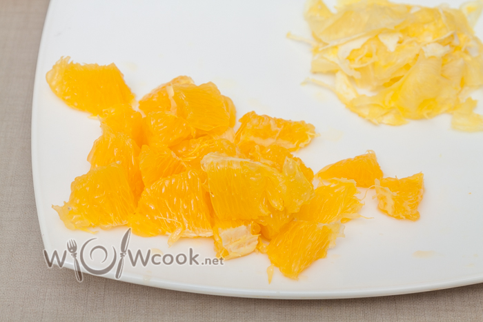 апельсин очищаем