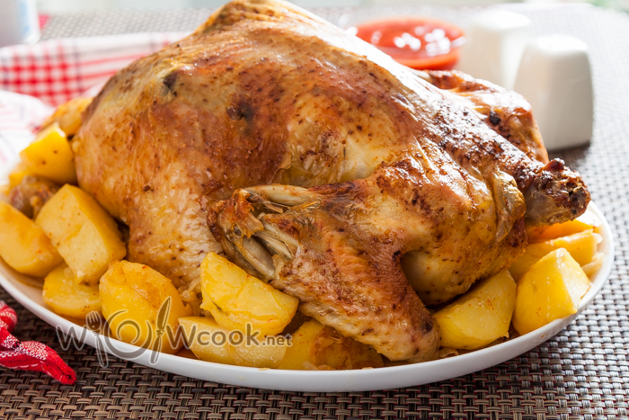 Как запечь курицу в духовке целиком с картошкой