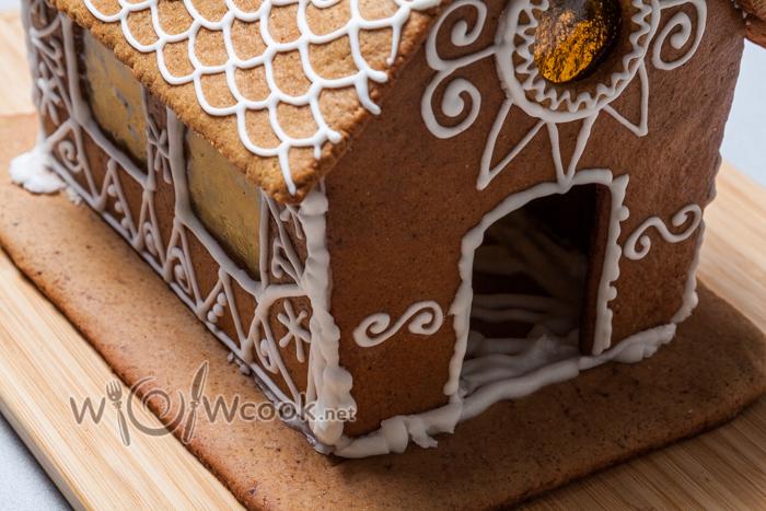 замазываем щели сладкого домика