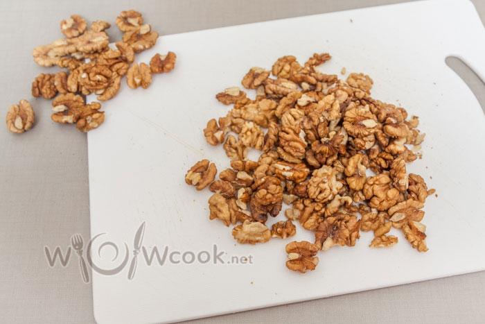 орехи очищаем, красивые откладываем