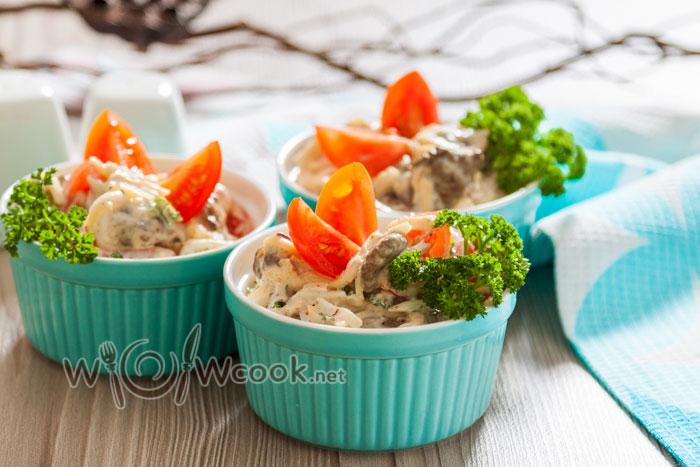 Салат с печенью куриной и помидорами