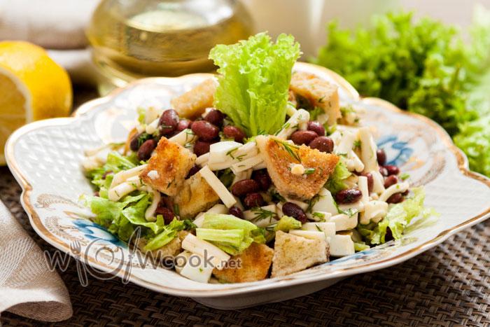 Салат с фасолью и сухариками, рецепт
