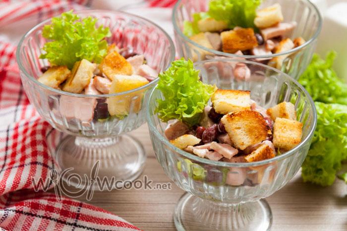 салат с фасолью консервированной и сухариками рецепт