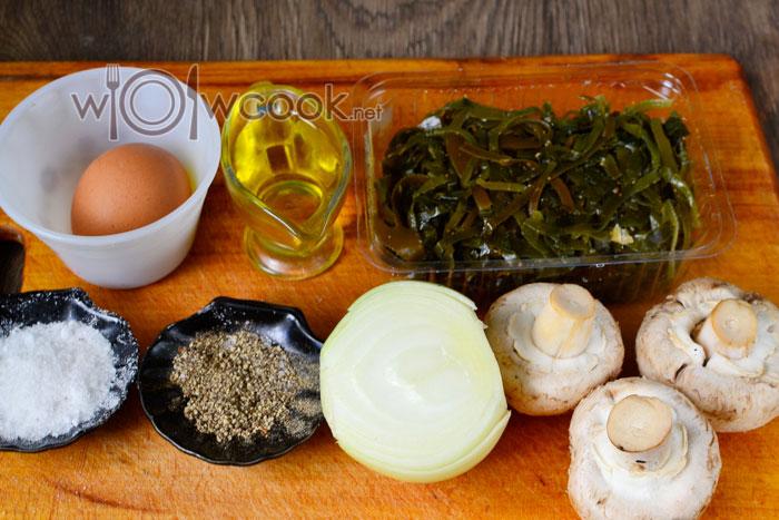 Ингредиенты для салата из морской капусты, с жареными шампиньонами
