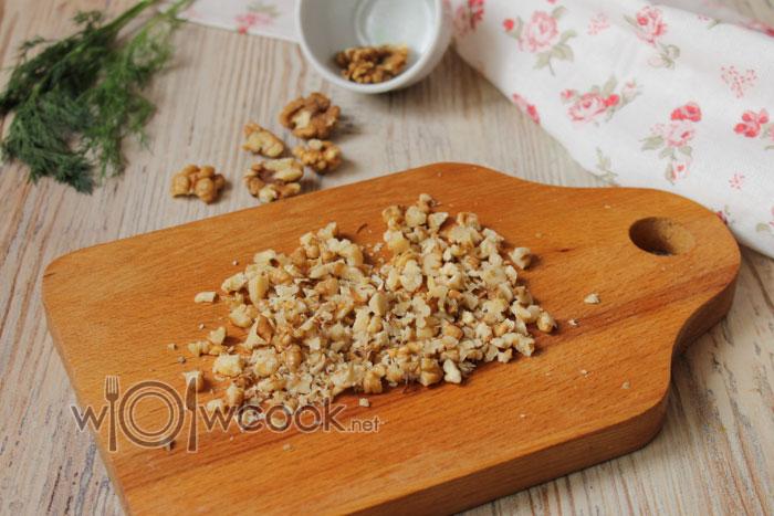 грецкие орехи порубить