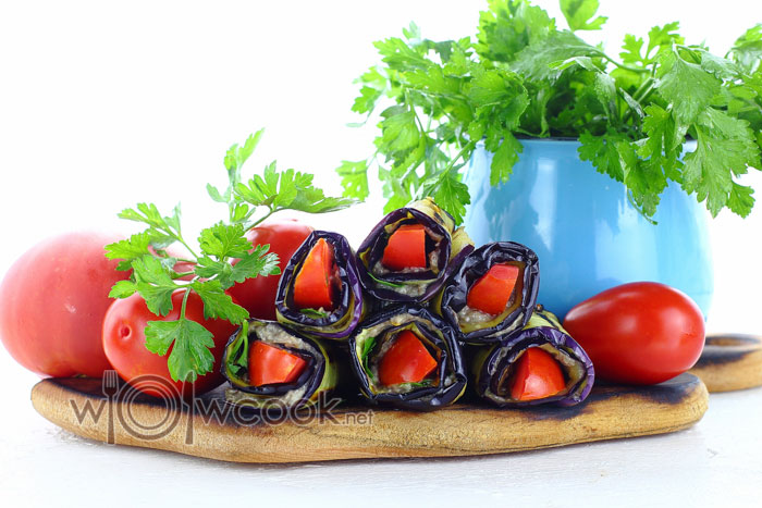 рулетики из баклажанов с шампиньонами и помидорами пошаговый рецепт