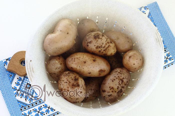 Оставляем вареный картофель остужаться