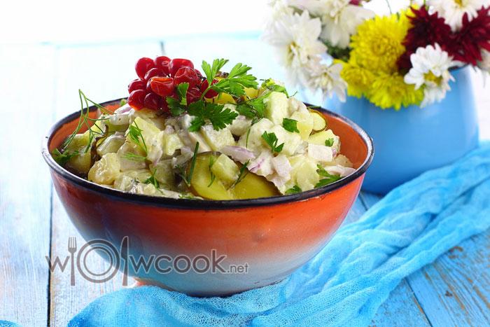 Очень вкусный салат с селедкой и картофелем