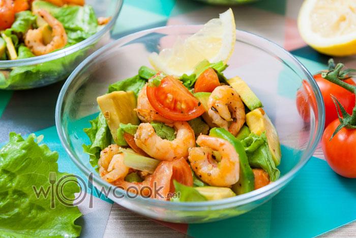 рецепт салата креветки с авокадо и черри