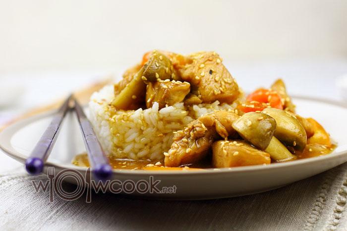 курица в кисло сладком соусе с овощами