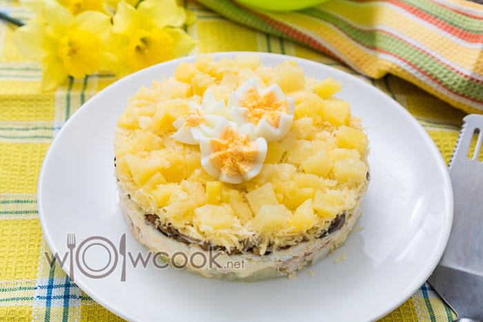 салат с ананасом и куриной грудкой слоями