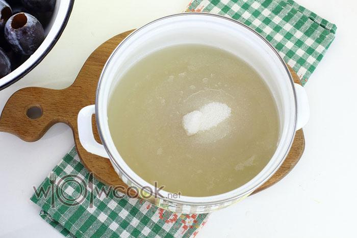 готовим сироп из воды и сахара