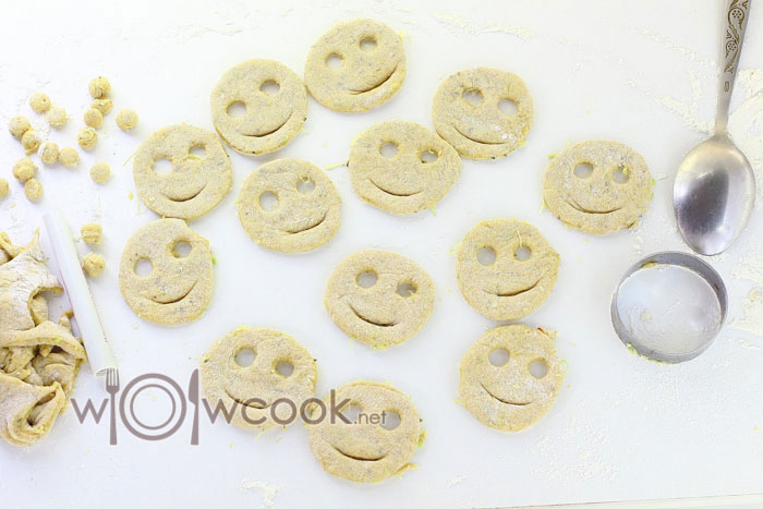 делаем глазки и улыбку