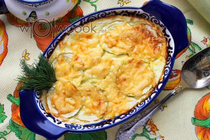 Запеканка из кабачков с творогом и сыром готова