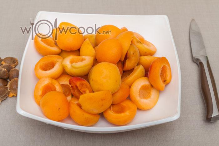 очищаем абрикосы