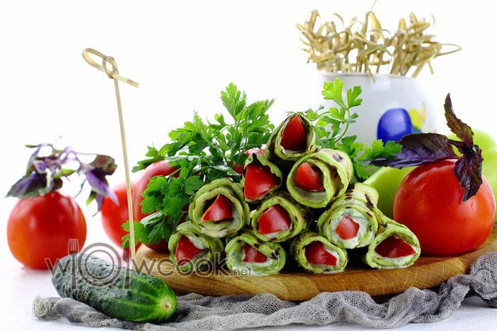 Вкусные кабачковые рулетики с помидорами и чесноком