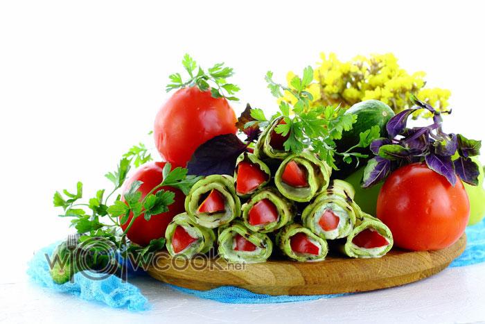 Рецепт рулетиков из кабачков с помидорами