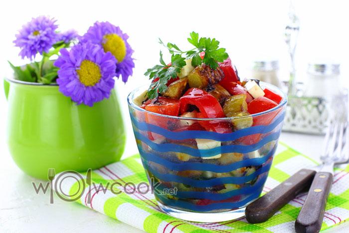 Как приготовить салат с баклажанами и помидорами, рецепт с фото