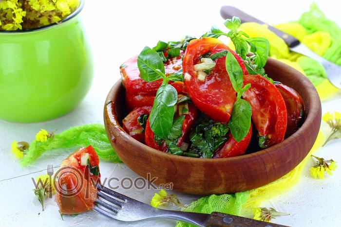 Салат из маринованных помидор, рецепт с фото