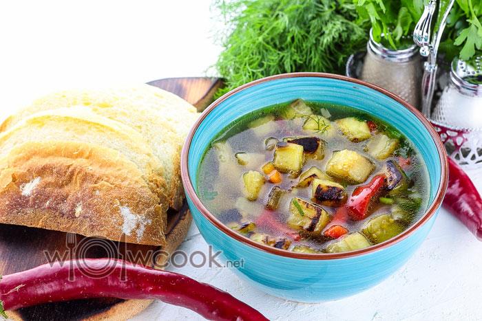 Вкусный овощной суп с баклажанами и грибами